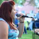 Une chanteuse de la chorale Voxapella
