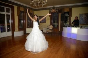 La mariée ce prépare pour la danse
