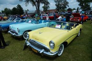 Buick-skylark-1954-jaune vue de cote