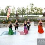 groupe de danse orientale à la place publique